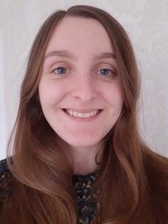 Dr Hannah  Holmes